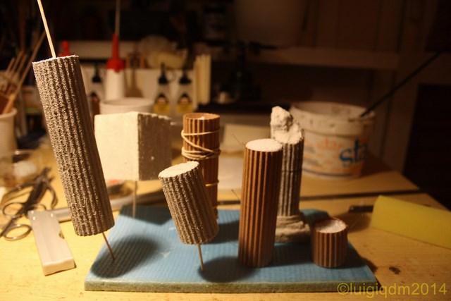 colonne presepe in fase di colorazione